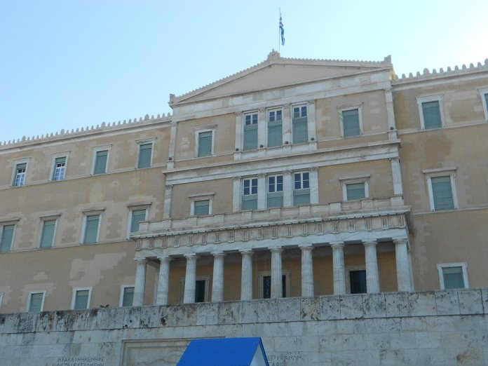 Tsipras ce la fa. Passa l'accordo sulla Macedonia del Nord