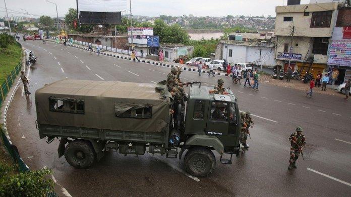 L'India abolisce l'autonomia del Kashmir