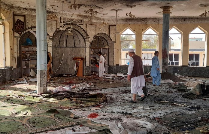 Afghanistan attentato dell'Isis a Moschea