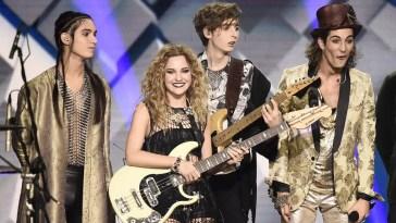I Maneskin cantano Midnight Sky di Miley Cyrus e diventano i suoi migliori amici