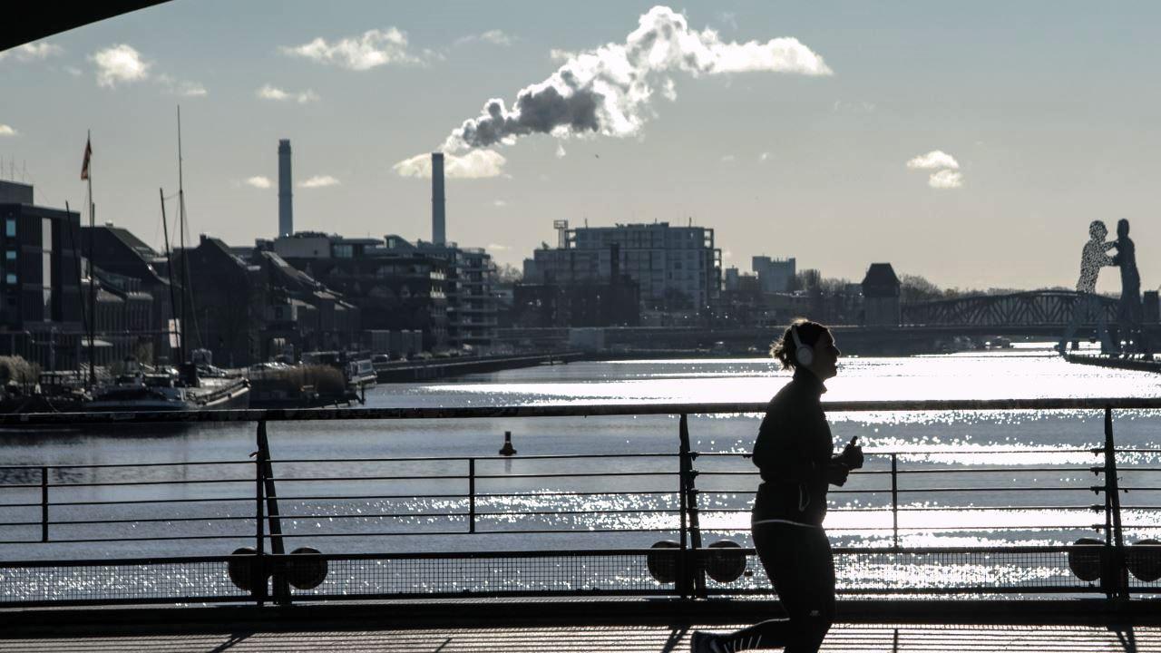 Esercizio abbassa rischio di ipertensione in chi vive in aree con atmosfera  inquinata – Notizie scientifiche.it
