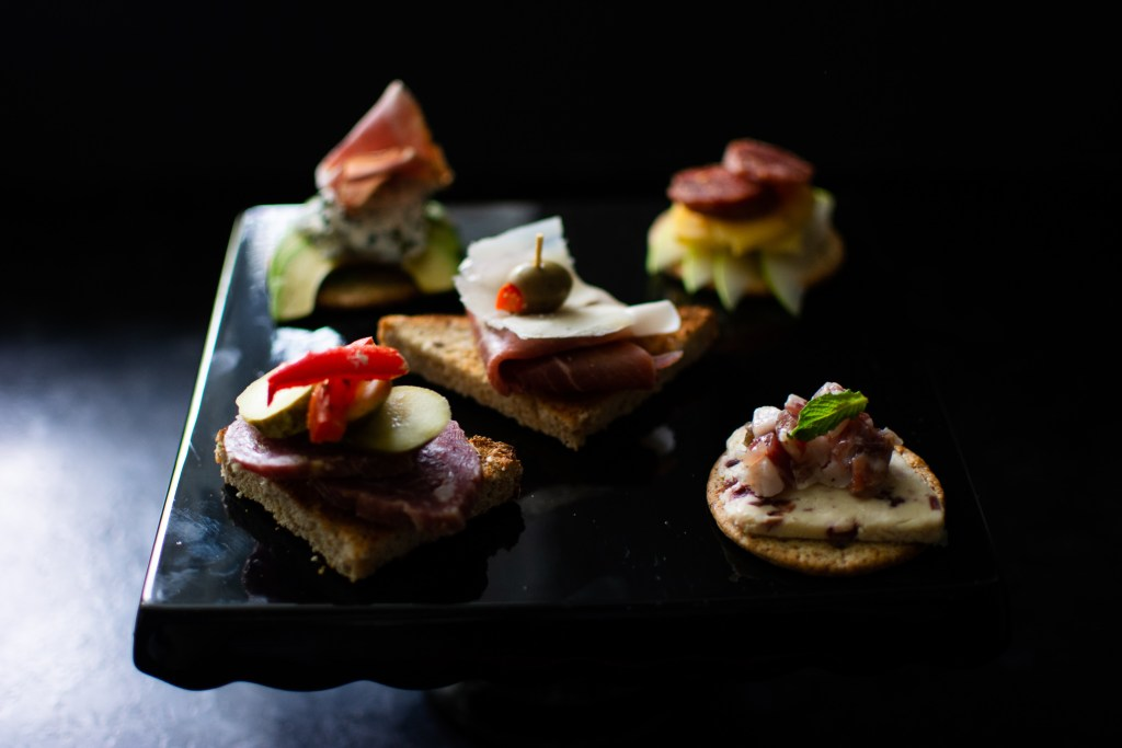 Party Appetizers | Dinner Party Appetizers | Cruditee Ideas | Fancy Appetizer Ideas | Meat and Cheese | Cheese and Crackers Appetizers | Party Planning | Dinner Party Planning | Entertaining at Home | Small Dinner Party Appetizer Ideas | Family Entertaining