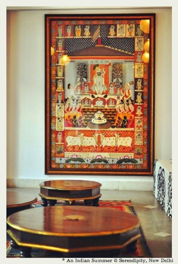 Pichwai painting with the grandeur of Srinathji as the focal point via