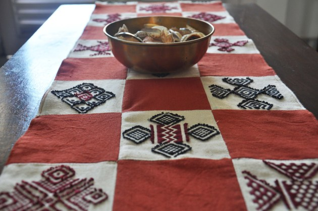 Table Runner in geometric patterns of Toda via