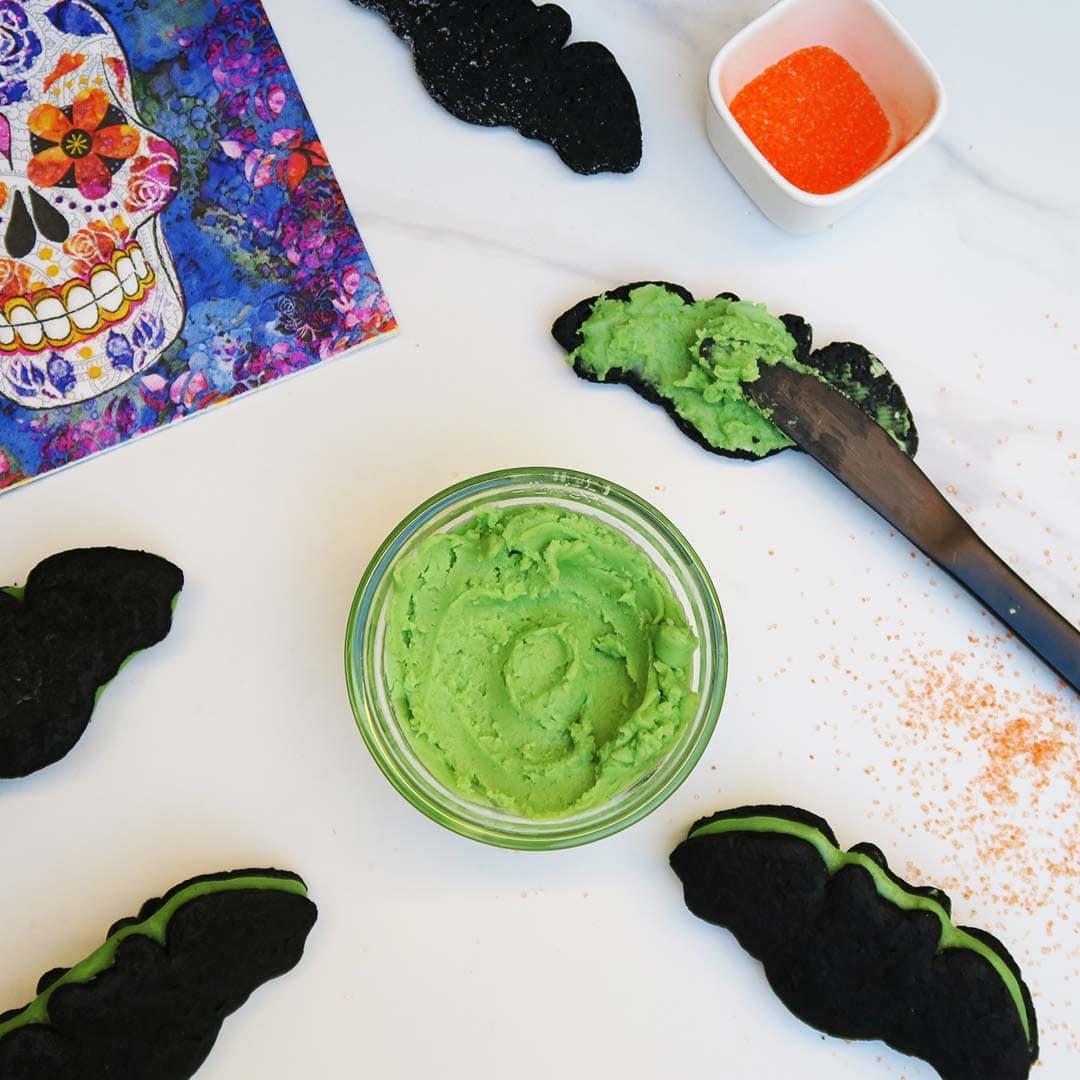 Vegan Bats & Vegetarian Cats {2 Naturally Dyed Halloween Icings}
