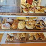 移転し新店舗に!「能登ぱん」(NotoPain)は目の前が海!海を眺めながらカフェができるパン屋さん【能登町】