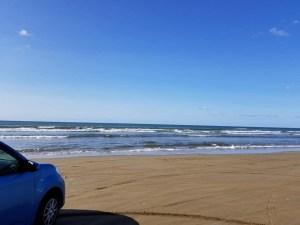 日本で唯一!車で走ることのできる海岸「千里浜(ちりはま)なぎさドライブウェイ」【羽咋市】
