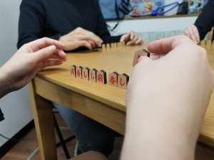 能登の伝承遊戯「ごいた」などのボードゲームが楽しめるプレイスペース「よっしゃにゃんこ」【七尾市】