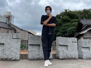 ジョジョ立ちスポットとして人気!羽咋駅前の擬音の石彫オブジェ【羽咋市】