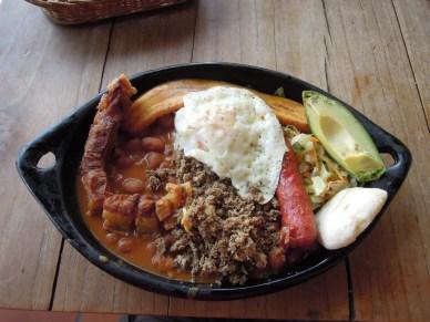 bandeja paisa-tradycyjne danie regionu Antioquia