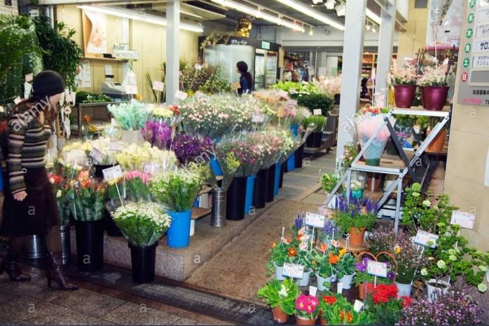 #2flower-shop-at-nishikikoji-covered-street-market-kyoto-japan-asia-ADP6AN