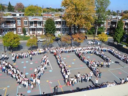 Les élèves marchent pour la paix