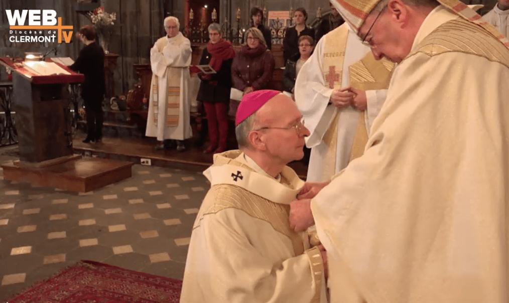 Mgr François Kalist, archevêque de Clermont, a reçu le pallium le 3 décembre des mains du Nonce apostolique