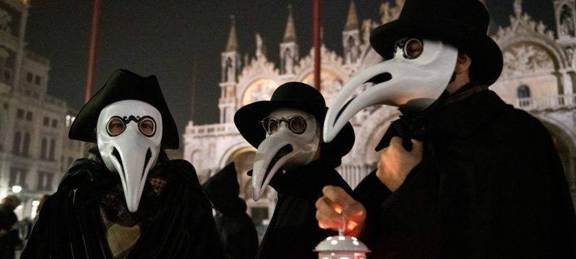 italy-plague-doctor-costumes-coronavirus-2000x900