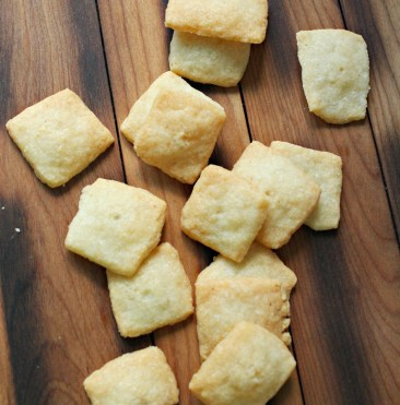 Garlic Parmesan Crackers 2