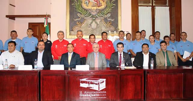 Autoridades conmemoran el Día Mundial del Turismo, en las instalaciones de la presidencia municipal.