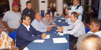 Afectados de Santa Ana Pacueco por la venta ilegal de terrenos en el panteón, representados por Javier Zaragoza, de la asociación civil Vicente Guerrero