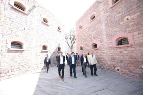 los Gobernadores de Aguascalientes, Martin Orozco Sandoval; de San Luis Potosí, Juan Manuel Carrera López; de Jalisco, Enrique Alfaro Ramírez; y de Querétaro, Francisco Domínguez Servién; quienes junto con el Mandatario de Guanajuato Diego Sinhue