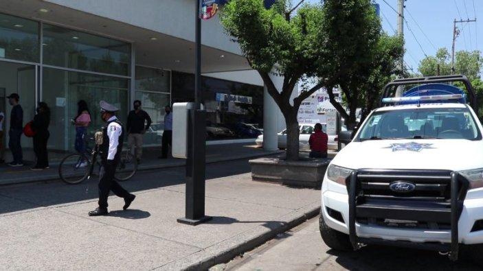 POLICÍA DEVUELVE DINERO ENCONTRADO EN CAJERO (2) (Personalizado)