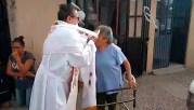 padre_1_coronavirus_sacerdote