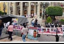 Photo of Entre lágrimas, impotencia y desesperación le piden a gritos a Diego Sinhue les dé la cara