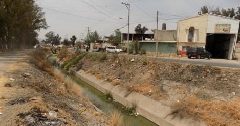 Canal de riego a las orillas de las instalaciones del DIF. Foto por Francisco Somoza