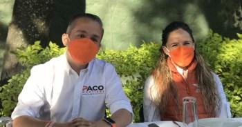 Paco Martinez junto a su esposa ambos felices por este gran arranque de campaña. Foto por Francisco Somoza.