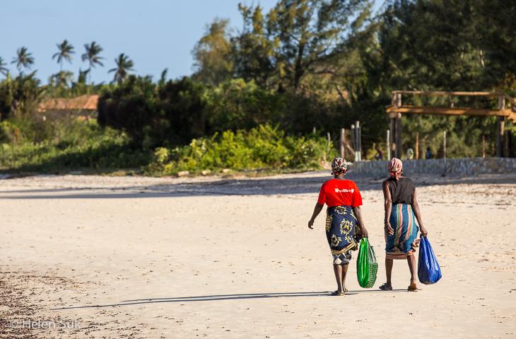 mozambique beach, women, vilanculos, vilankulos