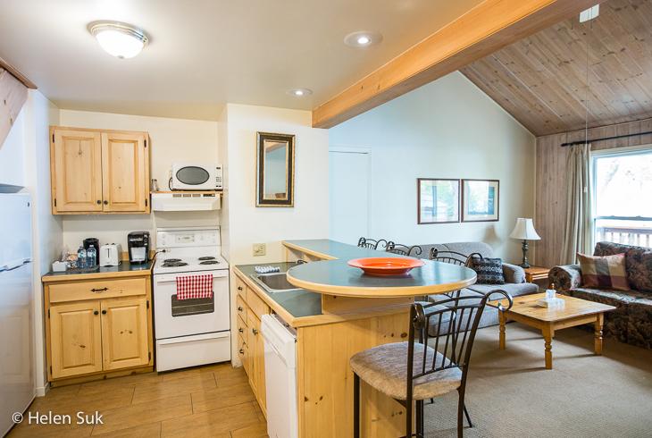 sir sams inn kitchen in glen eagle suite