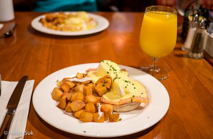 eggs benedict breakfast at the weirs restaurant casino rama resort
