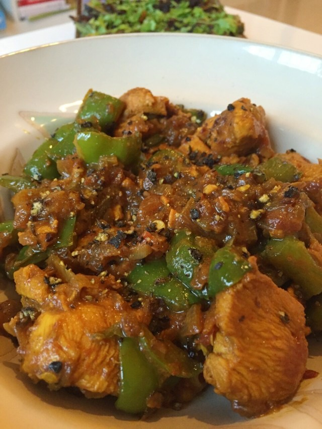 Chicken cooked with bell peppers and black pepper