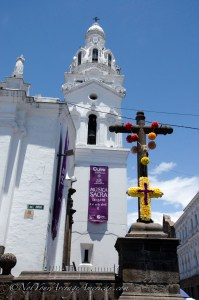 The rose adorned cross in front of the Cathedral Metropolitano.