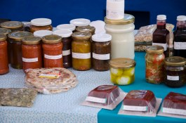 Finca Chaupi Molino also sells jams, jellies, sauces, fresh cheese, and yogurt, and more.