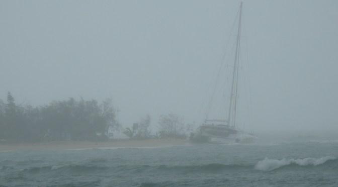 VOILIER ÉCHOUÉ À L'ILOT CANARD ET SURF À LA «BAIE DES»