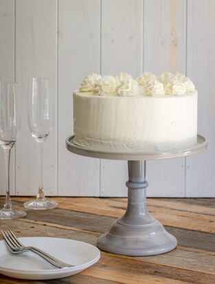 Champagne layer cake   Tender, sweet champagne-infused cake with champagne buttercream frosting, perfect for any celebration! #cake #champagne #engagement #newyears