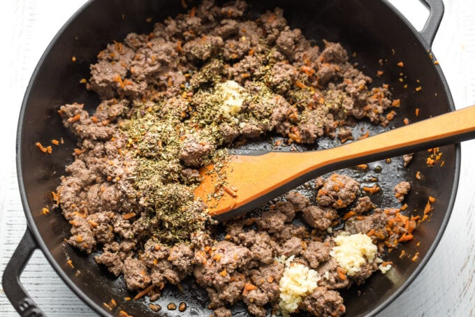 Browned ground sirloin mixed with garlic and seasoning.