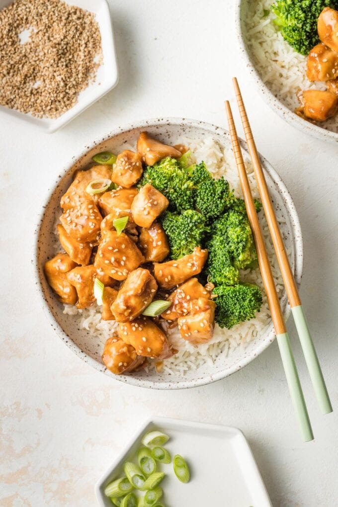 Bowl of easy teriyaki chicken served with steamed broccoli and rice.