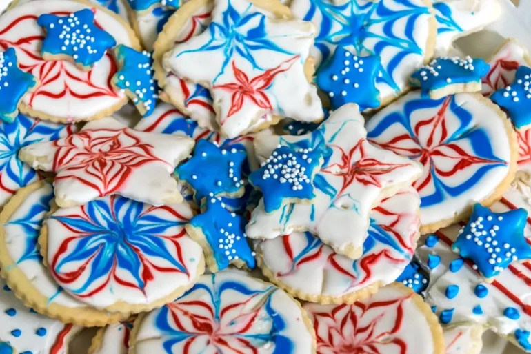 Easy recipes and instructions to make and decorate sugar cookies to celebrate the 4th of July. Could easily be altered to use your favorite colors.