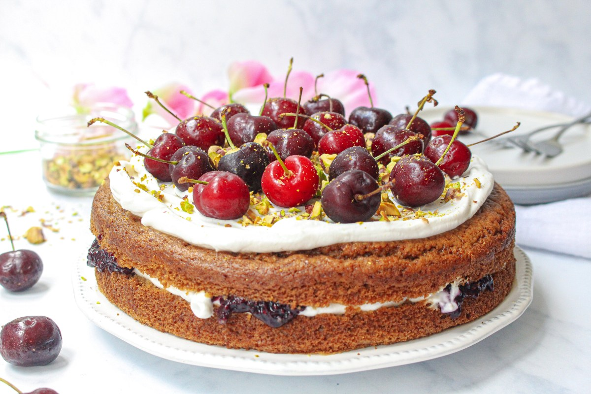 Vegan Vanilla Cake with Coconut Yoghurt Frosting