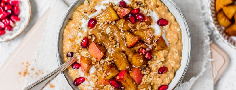 Pumpkin Pie Spice Overnight Oats with Sticky Cinnamon Apples
