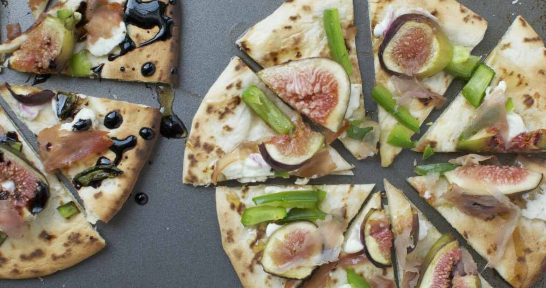Fig and Prosciutto Naan Pizzas   www.nourishnutritionblog.com