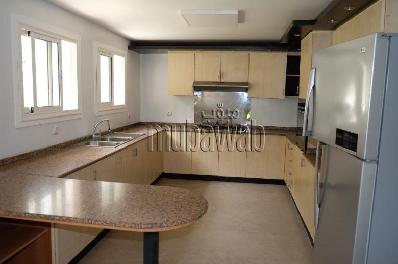 villa-750-m²-5-chambres-chauffage-central-piscine_17984028