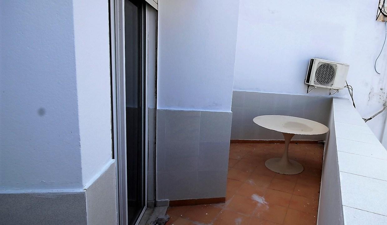 à louer Vaste appartement (environ 132 m²) calme meublé de 2 chambres avec petite terrasse