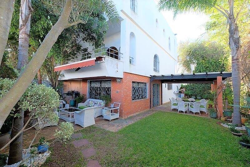 agreable-villa-entierement-refaite-a-acheter-d-une-superficie-terrain-de-460m-et-400m-habitable-en-triplex-sur-3-niveaux-005