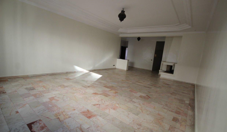secteur-abdelmoumen-a-louer-vaste-appartement-3-chambres-de-160m2-06