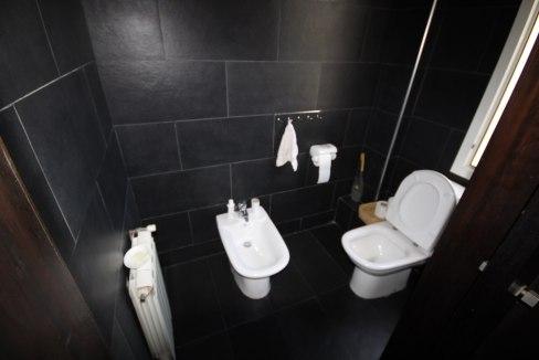 villa-de-5-chambres-a-louer-vide-ou-meublee-sur-terrain-371-m2-surface-habitable-400-m2-025