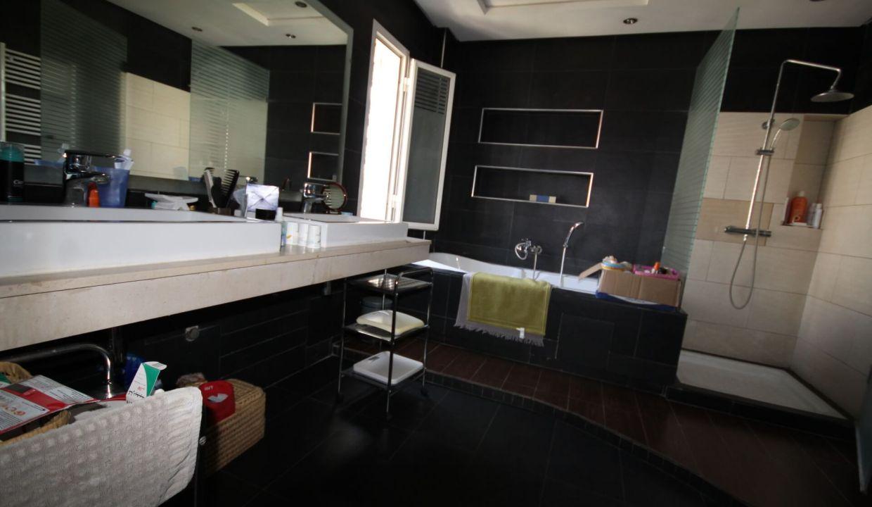villa-de-5-chambres-a-louer-vide-ou-meublee-sur-terrain-371-m2-surface-habitable-400-m2-026