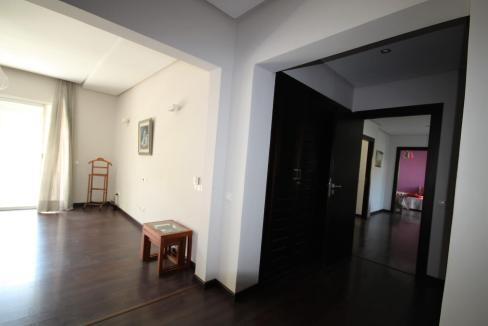 villa-de-5-chambres-a-louer-vide-ou-meublee-sur-terrain-371-m2-surface-habitable-400-m2-028