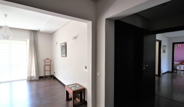 villa-de-5-chambres-a-louer-vide-ou-meublee-sur-terrain-371-m2-surface-habitable-400-m2-029