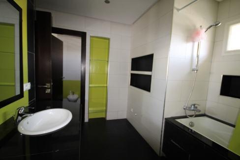 villa-de-5-chambres-a-louer-vide-ou-meublee-sur-terrain-371-m2-surface-habitable-400-m2-031